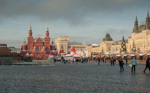 ba182cd8cb5 Na época da União Soviética (1922 - 1991) os desfiles militares eram feitos  nessa Praça. Hoje é o ponto turístico mais famoso de Moscou.